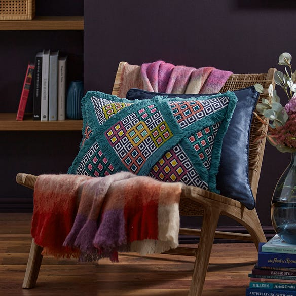 https://s3-ap-southeast-2.amazonaws.com/fusionfactory.commerceconnect.bbnt.production/pim_media/000/120/816/M_F-Aria-Tufted-Cushion-Teal-20980702-LS-Sensory-Overload.jpg?1620364492