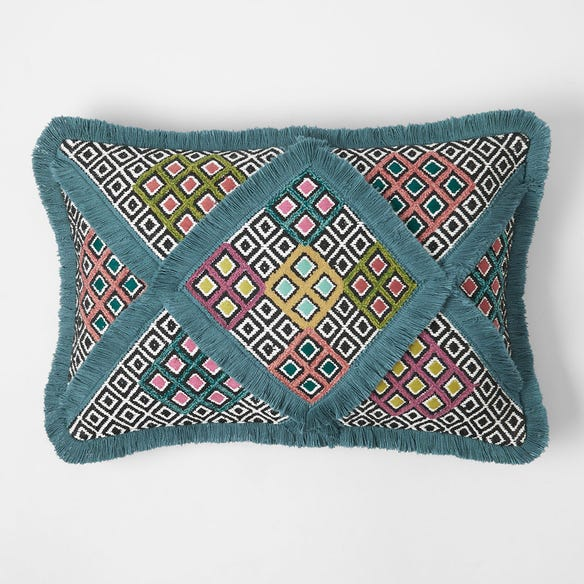 https://s3-ap-southeast-2.amazonaws.com/fusionfactory.commerceconnect.bbnt.production/pim_media/000/111/972/M_F-Aria-Tufted-Cushion-Teal-21423001.jpg?1616982427