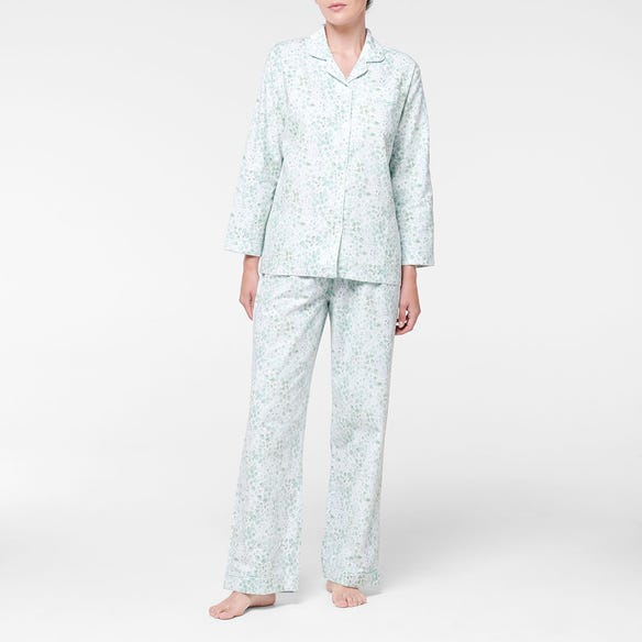 https://s3-ap-southeast-2.amazonaws.com/fusionfactory.commerceconnect.bbnt.production/pim_media/000/107/331/M_F-Beth-Flannel-PJs-Green-214141-R-Front.jpg?1615769611