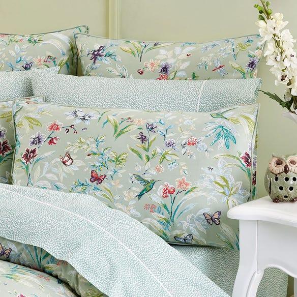 https://s3-ap-southeast-2.amazonaws.com/fusionfactory.commerceconnect.bbnt.production/pim_media/000/106/695/M_F-Botanica-Pillows.jpg?1615510908
