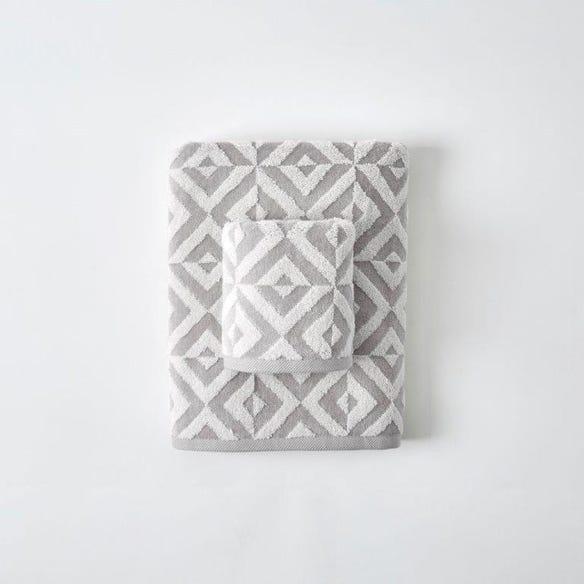 https://s3-ap-southeast-2.amazonaws.com/fusionfactory.commerceconnect.bbnt.production/pim_media/000/059/378/M_F-Hampton-Towels-Stone-Ivory-198678-R.jpg?1589264788