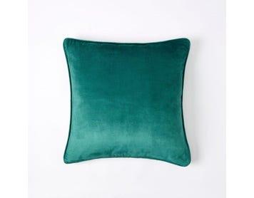 https://s3-ap-southeast-2.amazonaws.com/fusionfactory.commerceconnect.bbnt.production/pim_media/000/060/028/M_F-Margot-Velvet-Cushion-50x50cm-Emerald.jpg?1591141780