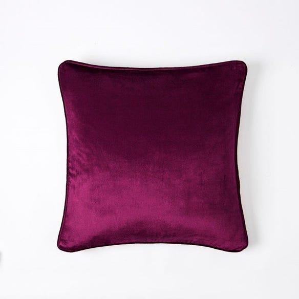 https://s3-ap-southeast-2.amazonaws.com/fusionfactory.commerceconnect.bbnt.production/pim_media/000/060/033/M_F-Margot-Velvet-Cushion-50x50cm-Plum.jpg?1591141881