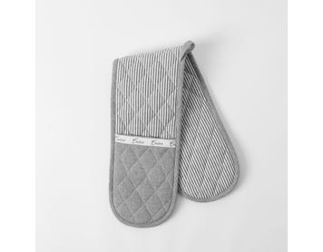 https://s3-ap-southeast-2.amazonaws.com/fusionfactory.commerceconnect.bbnt.production/pim_media/000/056/423/M_F-Marlton-Double-Oven-Glove-Charcoal-Ivory-20949301.jpg?1588141713