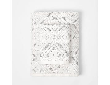 https://s3-ap-southeast-2.amazonaws.com/fusionfactory.commerceconnect.bbnt.production/pim_media/000/112/401/M_F-Trinidad-Towels-Cloud-White-Onyx-209777-R.jpg?1617061138
