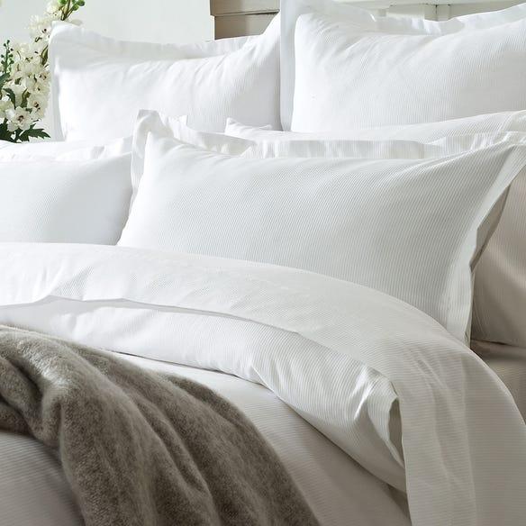 https://s3-ap-southeast-2.amazonaws.com/fusionfactory.commerceconnect.bbnt.production/pim_media/000/127/190/M_F-WL-Justin-Pillows.jpg?1626330860