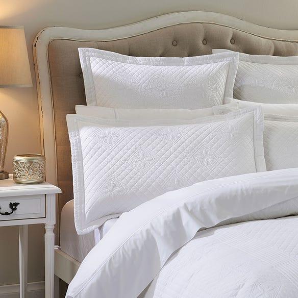 https://s3-ap-southeast-2.amazonaws.com/fusionfactory.commerceconnect.bbnt.production/pim_media/000/113/480/M_F-WL-Napoleon-Pillows.jpg?1617171295