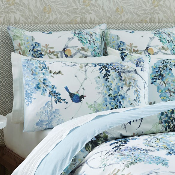 https://s3-ap-southeast-2.amazonaws.com/fusionfactory.commerceconnect.bbnt.production/pim_media/000/117/278/SA-Wisteria-Falls-Pillow.jpg?1619072767