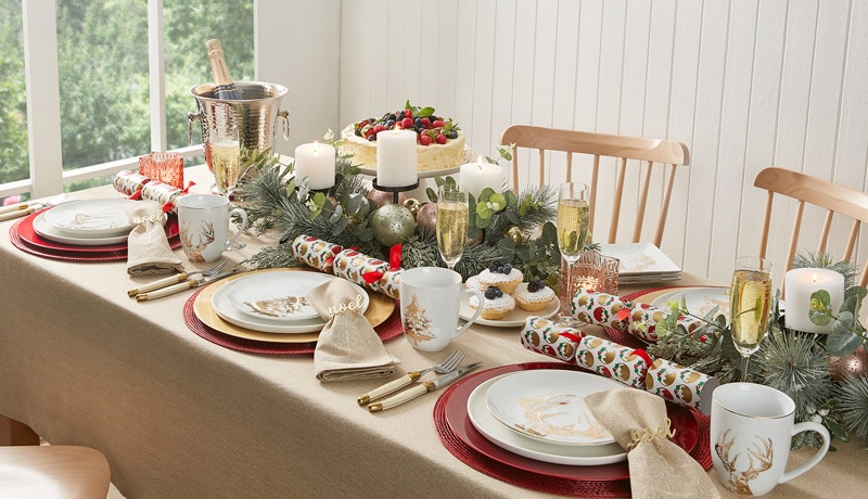 A Traditional Christmas Table Image 01