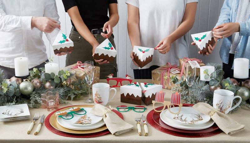 A Traditional Christmas Table Image 03