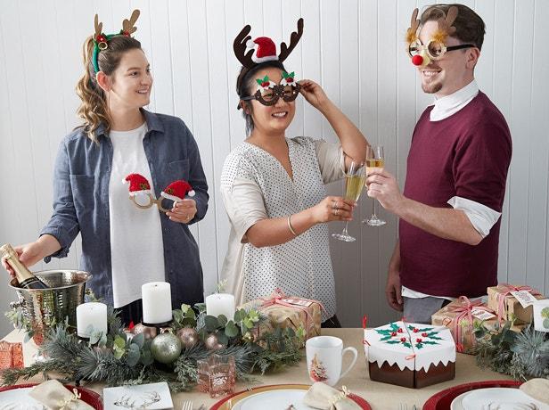 A Traditional Christmas Table Image 04