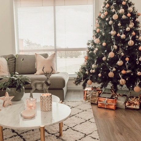 Christmas Styling Inspo: 3 Ways to Decorate a Tree Image 04