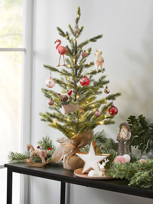 How to Decorate a Small Space for Christmas Image 04