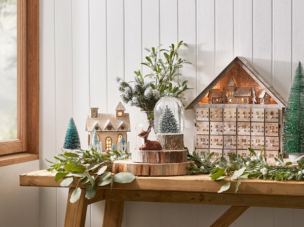 How to Decorate a Small Space for Christmas Image 06